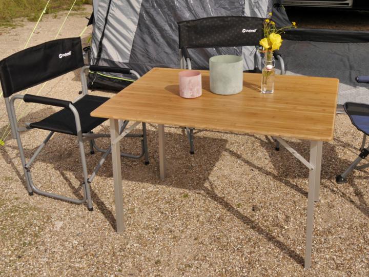 Natürliche Schönheit: Campingtische mit Holztischplatte aus schnell nachwachsendem Bambus