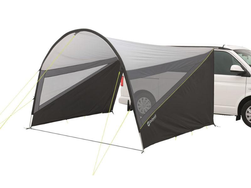Geschützter Platz vor dem BusDas Vordach Canopy L schirmt dank bodentiefer Seitenteile auch vor Wind ab