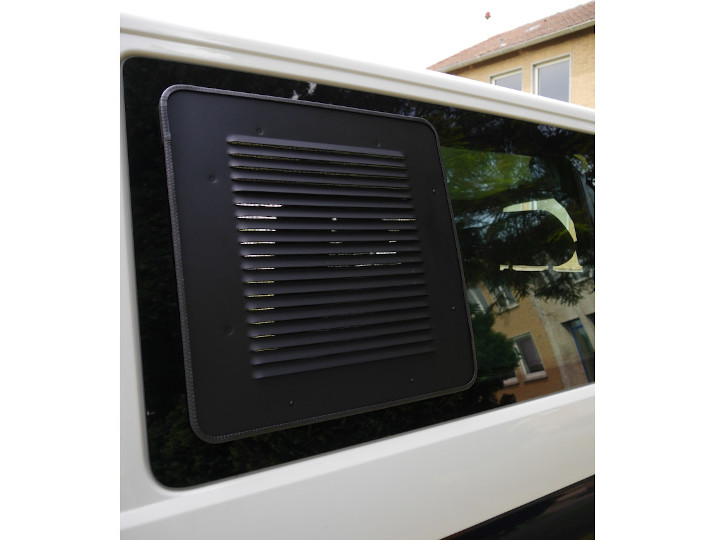 Fresh air despite rainThe sliding window is on the left side of your bus? Then you need the Airvent Exclusive left