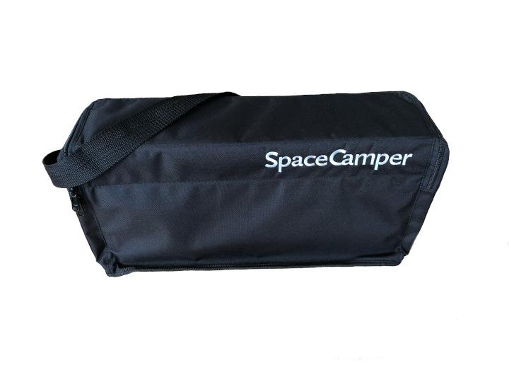 Sicher verstautDie Aufbewahrungs-Tasche von SpaceCamper sorgt für Ordnung im Bus