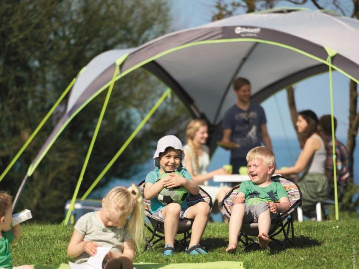 Luftig und schützendSonnensegel und Pavillons von Outwell für die Sommersaison