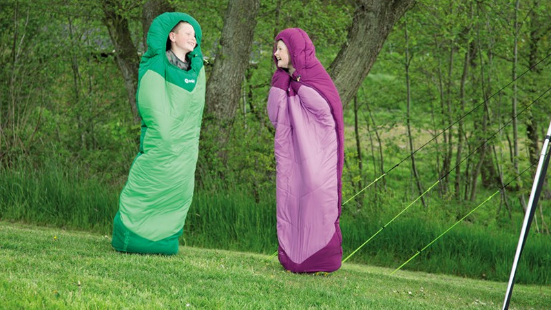 When the kids grow faster than the grass The sleeping bag Convertible in two colorshas an adjustable length, suitable for kids of 140 to 170 cm height.